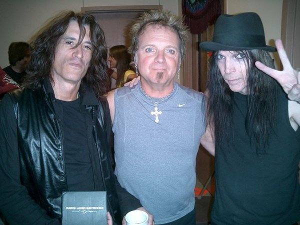 photo-Motley-Crue-Mick-Mars-guitar-of-rock-band