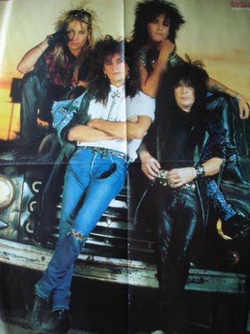 photo-Motley-Crue-live-of-rock-band