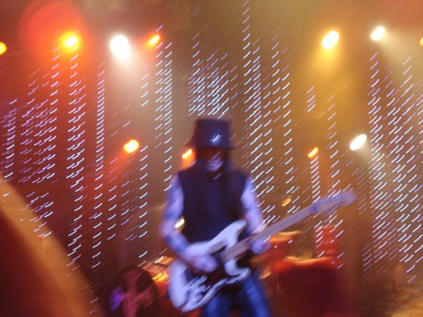 photo-live-concert-Motley-Crue-in-St-Petersburg-03-06-2009-ledovy-j-dvorets
