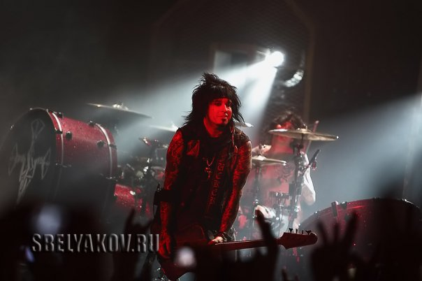 photo-live-concert-Motley-Crue-in-Moscow-02-06-2009-B1-Maximum