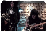 photo-Motley-Crue-Mick-Mars-glam-metal-guitar