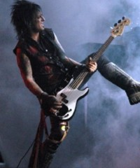 photo-Motley-Crue-Nikki-Sixx-this-is-gonna-hurt