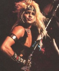 photo-Vince-Neil-live-concerts-Motley-Crue