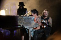 photo-Motley-Crue-new-theater-of-pain-tour