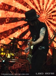 photo-Mick-Mars-Motley-Crue-in-Moscow-06-05-2012-Crocus-City